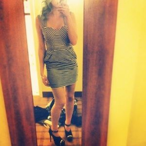 GUESS Black and Cream Striped Retro Style Dress 🖤